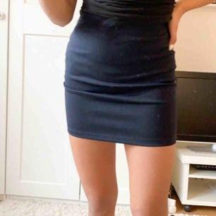 Tight kjol ifrån Cubus, nyskick (Org pris 200kr)