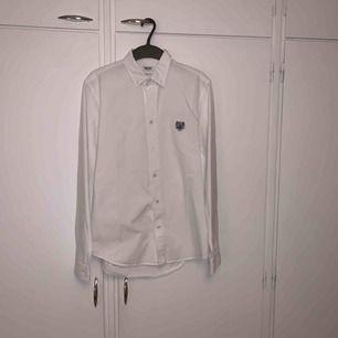 Vit bomullsskjorta från Kenzo i storlek small