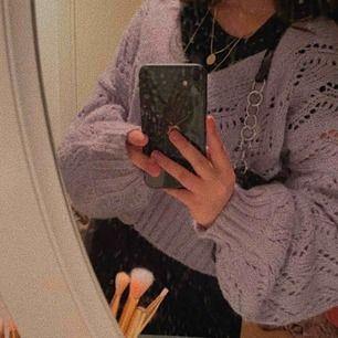 Superfin lavendel lila stickad kofta ifrån Lindex! ⚡️🧚🏼♂️ Storlek L men passar mig lite oversized som vanligtvis har S! 🦋🦋