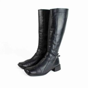 Vintage 90s 00s Y2K leather block heel square toe knee high boots in black Some signs of wear  Label: 38, feels true to size, judged by a person with size 38 Free shipping! Read the full description at our website majorunit.com No returns