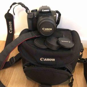 Canon EOS 1000D, med batteri, laddare, Canon EF-S 18-55mm och kameraväska