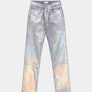 Någon intresserad av mina silverbyxor från Zara? Storlek 40 och passar 36-40 beroende på önskad passform 💕  Högsta bud just nu är 350 🥰