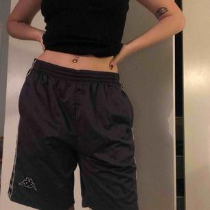 Kappa shorts, passar alla kön o många storlekar eftersom man kan knyta de upptill. Möts i sthlm eller postar!