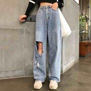 Söker liknande byxor som på bilderna ovan, någon som säljer? Helst ett pris mellan 200-300kr:)