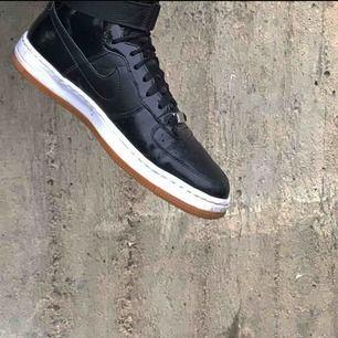Skor från Nike. Kan mötas upp i Sthlm eller så står köpare för frakt💘