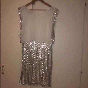 Vit glitter klänning (pris kan diskuteras)