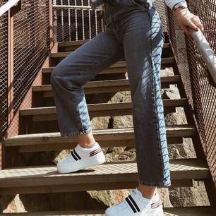 Jeans från ginatricot! Super snygga. Står storlek 34 men skulle säga s då jag har det!!