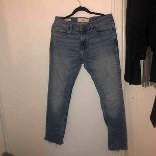 Herr jeans, fint skick. Min kille har typ aldrig använt dem🤪 men super fina. Se storlek på bilderna