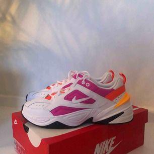 Helt nya Nike M2K Tekno, älskar dessa men säljs eftersom de var för stora för mig och kunde inte returnera de!