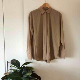 Silkesskjorta från J.Lindeberg. Superfint material och skick!