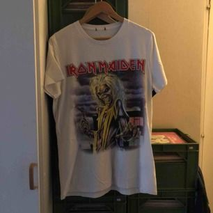 Iron Maiden - Medium - kan hämtas i Uppsala eller skickas mot fraktkostnad