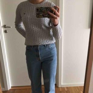 En helt oanvänd och ny superfin kabelstickad tröja ifrån Lexington! I storlek Xs men passar även till S, supersjuk och skön! Säljes Pga inte min stil. Nypris: 1 195kr Mitt pris: 800kr frakt tillkommer eller mötas upp