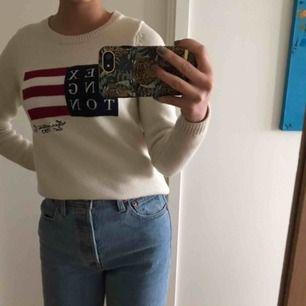 En i princip oanvänd jättefin stickad tröja ifrån Lexington! Endast använd en gång så i nyskick, passar både Xs och S, säljes eftersom den aldrig kommer till användning😄 Köptes för 1 500kr och jag säljer för 900kr, frakt tillkommer eller mötas upp💕