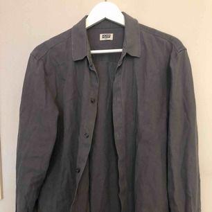 Super fin linneskjorta storlek s(herrstorlek) sitter snyggt oversized på mig dom annars har s🥰