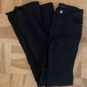 Super coola utsvänga (rejält) jeans från zara i svart. Storlek 36. Inget att anmärka på.
