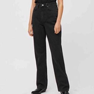 Säljer mina favorit jeans från weekday i modellen Row, i väldigt bra skick! Frakt tillkommer på 63 kr:-)