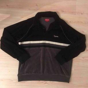 Supreme velour tröja! Bra skick och kvitto samt påse medföljer från deras London butik