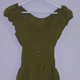 Mycket snygg kläning Boho stil som ny  Frakten tillkommer på 52 kr.
