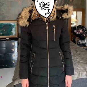 Säljer en svart jacka från Diabless i storlek 32 bra skick har inte använt så mycket köparen står för frakt