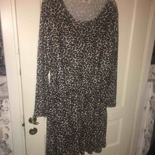 Säljer denna klänning i så gott som nyskick använd några gånger max !
