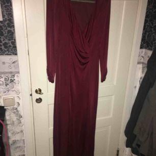 Säljer denna klänning i nyskick !