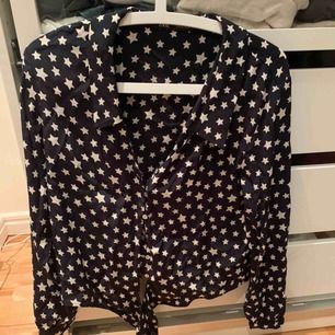 Skjorta med stjärnor på från Zara. Superfin och knappt använd