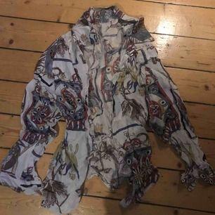 Jättefin mönstrad skjorta i fint skick lite 80 tals vibe ! Möts upp i stockholm