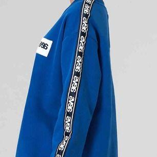 As fet sweatshirt från Svea. Köpt för 800kr. Den är oversized men inte lös där nere i mudden.