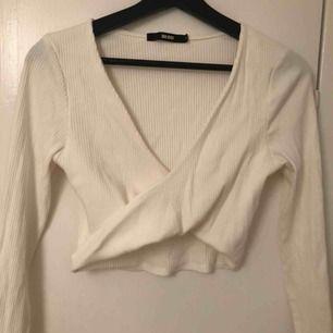 ☀️FRAKT INGÅR I PRIS☀️Snygg tröja från Bikbok⭐️ Endast använd en gång.
