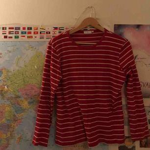 Finfin tröja, står att den är L men skulle säga att den snarare är typ M