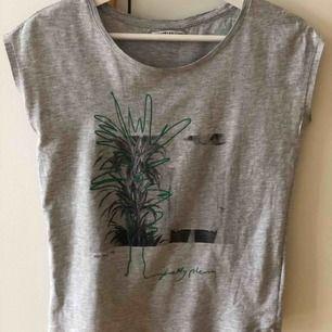 🌿T-shirt 🎋 Storlek Xs Använd 1 gång, som ny 30 kr 📮Kan skickas mot fraktkostnad 🚫Djurfritt och rökfritt hem