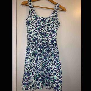 Sommar klänning i fin skick
