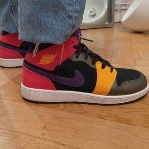 Intresse koll på Jordan skor, storlek 39 egentligen men skulle säga att de är 38 ❗️högsta bud just nu:1500kr❗️
