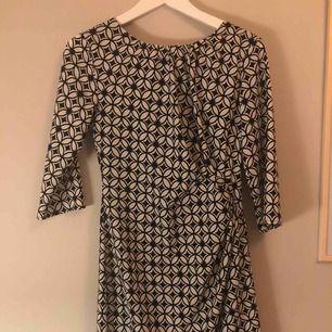 Super fin klänning från märket STOCKH LM. Använd ett fåtal gånger, dragkedja i bak⭐️