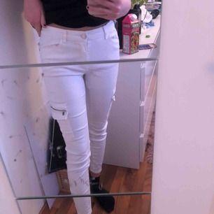 Vita jeans, dom är verkligen kritvita inga fläckar eller liknande!
