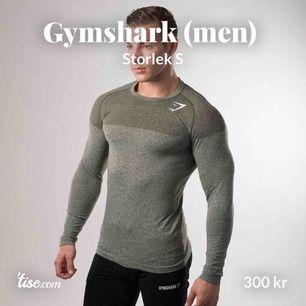 😍 Vill du köpa en snygg träningströja för att motivera din partner, eller är du som kille aldrig motiverad till träning? Billigt och aldrig använt killtröja med bra elastisk material!! Hälsa gymmet med stil! 😏💪🏼