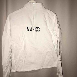 En supertrendig tröja ifrån NAKD, passar till allt, säljer pga inte kommer till användning! Använt sick