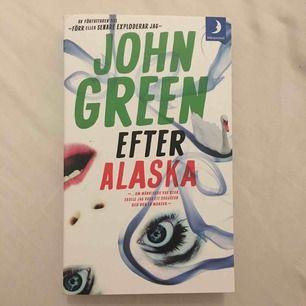"""John greens bok """"Efter Alaska""""/ """"Looking for Alaska"""". Har två ex så säljer det ena. Orörd🌼"""