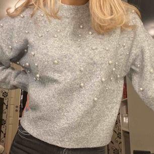 Fin tröja med pärlor från H&M i fint skick! 100kr + frakt 💕