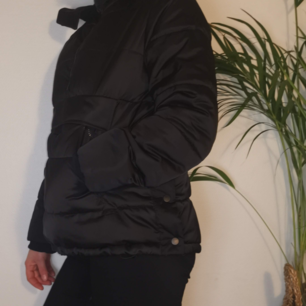 Täckjacka, svart. Zara