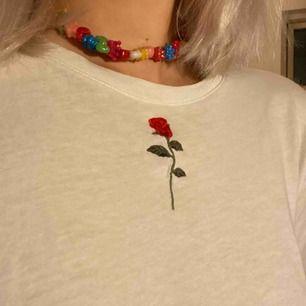 Super söt tröja från NA-KD men jag har köpt den här på plick!! fortfarande i fint skick🤩