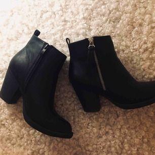 Svarta skor. Använt fåtal ggr. Köparen står för frakt
