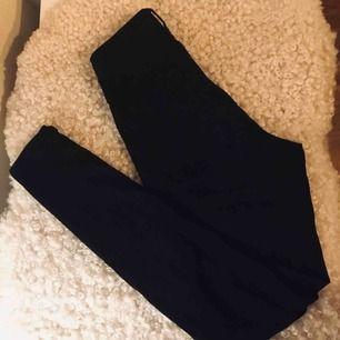 Snygga och stretchiga Molly Jeans. Aldrig använt! Priset kan diskuteras vid snabb affär :)