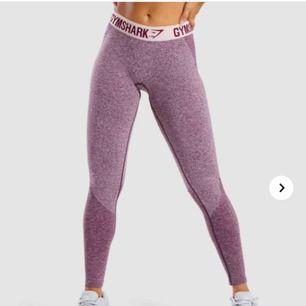 Skitsnygga gymshark i modellen flex leggings. Säljs pga för stora för mig! mycket bra skick🥰 frakt tillkommer