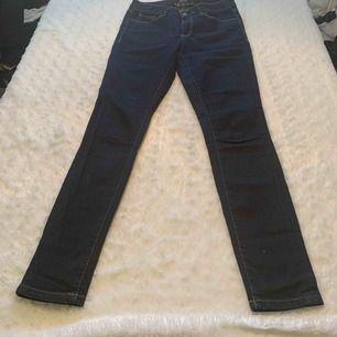 Esprit jeans skinny storlek 27/30 som nya