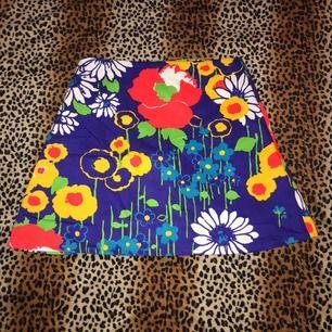 En söt vintage kjol! ✨✨ frakt 42kr eller så möts jag i slussen🌼🍓