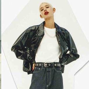 Intressekoll på min HMxeytys jacka i lack/vinyl! Asball:) Som ny! Hör av dig vid intresse:)