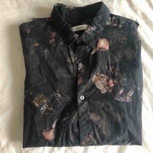 Supersnygg mönstrad skjorta från Premium Jack n Jones. Skickas mot fraktavgift eller möts i Göteborg