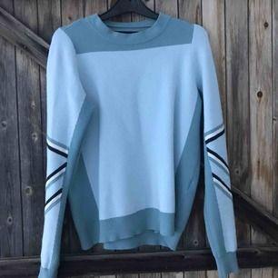 Snygg tröja från veromoda i väldigt gott skick! Säljer pga att jag lessnat på den😊 köparen står för frakt