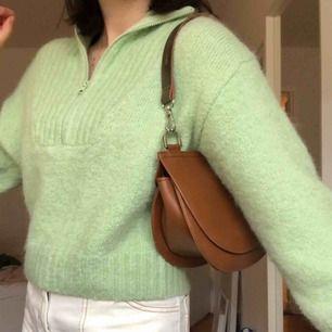 Carin Wester väska i nyskick, nypris 499kr!🥰 Går att bära som shoulderbag och axelremsväska då det följer med två olika band!